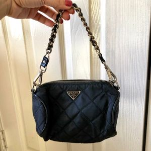 PRE-LOVED PRADA QUILTED BARREL CHAIN PURSE